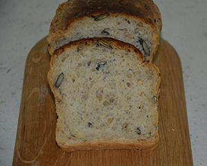 Kruh s kosmiči in semeni