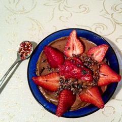 Zajtrk z jagodami in avokadom