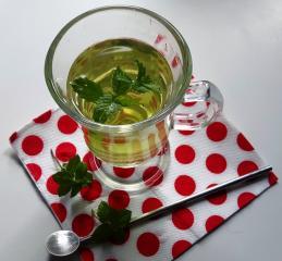 Moč metinega čaja: najhitrejša pot do zdravja iz narave