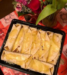 Polnozrnate tortilje s piščancem in jogurtovo (kebab) omako