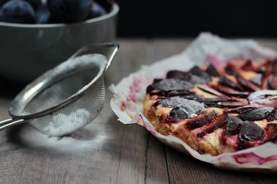 Jogurtov kolač s slivami