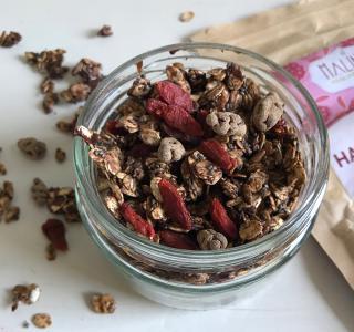 Domača granola s čokolado in goji jagodami