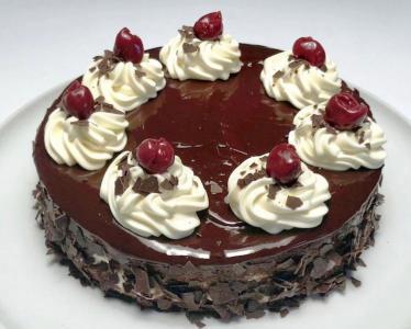 Čokoladna torta z višnjami (brez glutena)