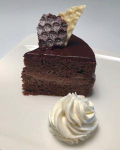 Čokoladna mousse torta (brez glutena)