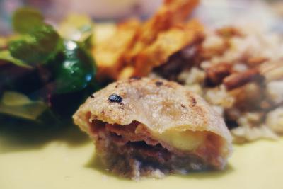 Pirini cmoki s pršutom in mozzarelo