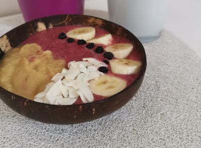 Zdrava kokosova skledica