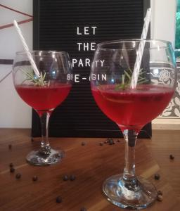 Ledeni borovničev gin & tonik
