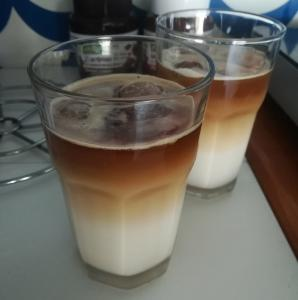 Mandljeva ledena kava