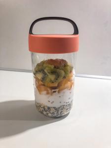 Obst-Flocken Frühstück in Glas