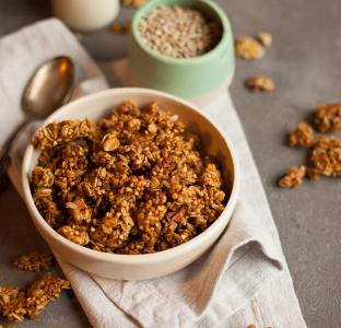 Heljdina granola s cimetom i orasima