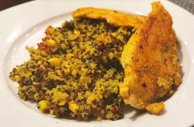 Piščančji zrezki s kvinojo in zelenjavo