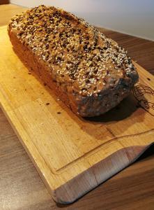 Pirin kruh brez kvasa s semeni