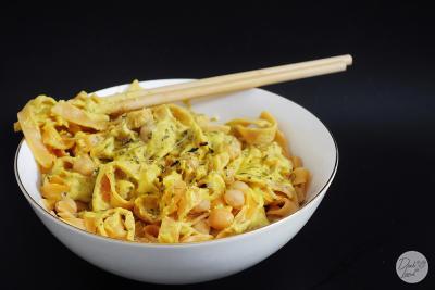 Veganske curryeve testenine s čičeriko