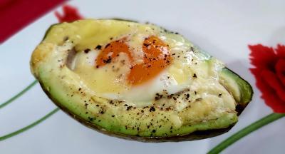 Pečeno jaje u avokadu