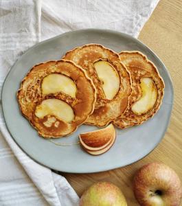 Walnusspfannkuchen mit Apfel