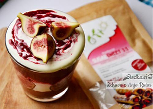 Čokoladni parfait z grškim jogurtom in malinami