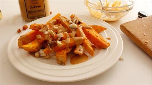 VIDEO: Süßkartoffeln mit Erdnusssoße