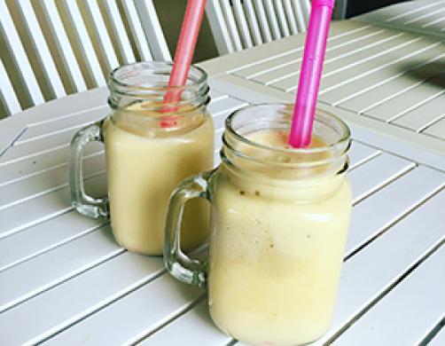 Energijski mango smoothie