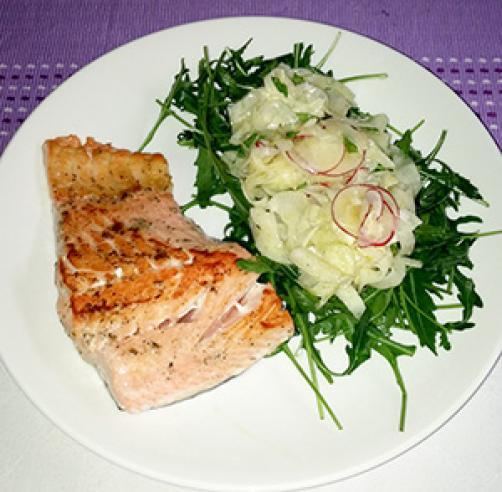 Popečen file lososa s koromačevo solato