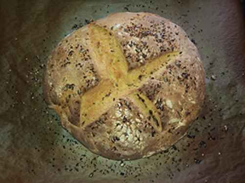 Koruzni kruh s semeni