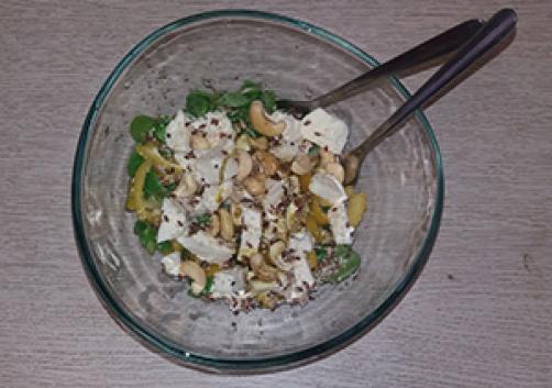 Solata z indijskimi oreščki in semeni