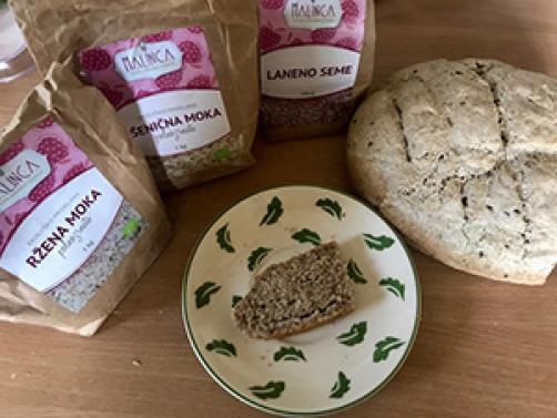 Mešani rženi kruh s semeni