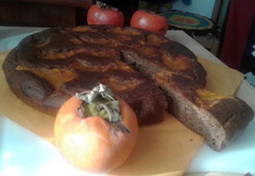 Kakijev kolač z rožičem