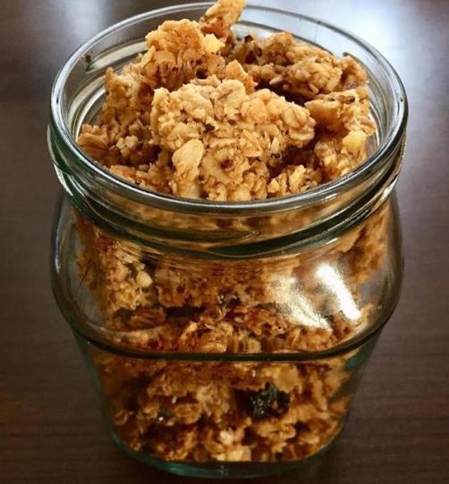 Domača veganska granola