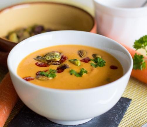 Korenčkova juha s kokosovim mlekom