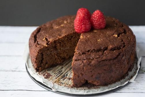 Brezglutenska mandljeva čokoladna tortica s cottage sirom