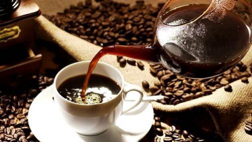 Polna skodelica kave za veliko koristnih učinkov