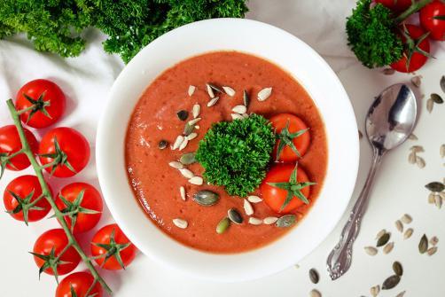 Paradižnikova juha z maco