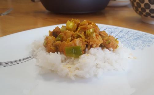 Piletina s porilukom i kikirikijem