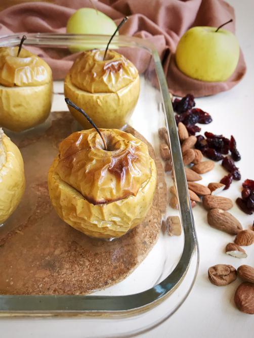 Pečena punjena jabuka