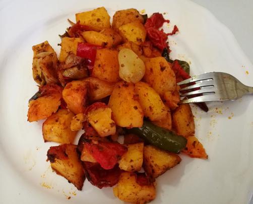 Pečen krompir in zelenjava v pečici