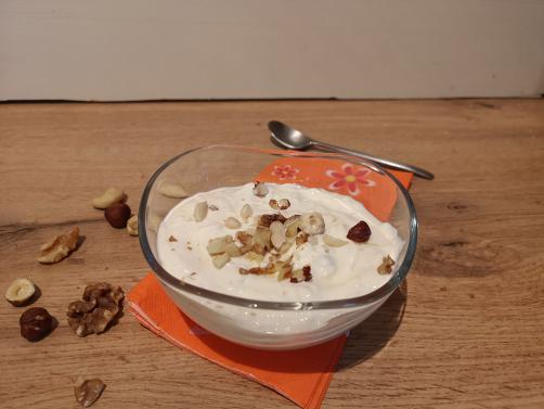 Grški jogurt z oreščki