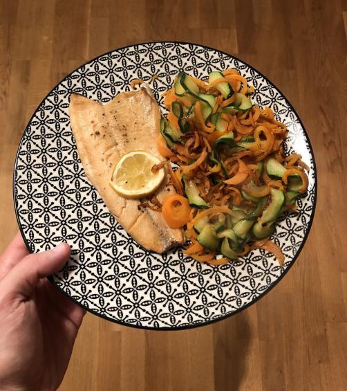 Riba šarenka z zelenjavo