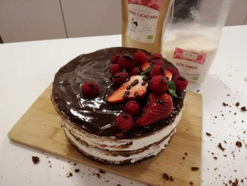 Sadno - čokoladna torta z grškim jogurtom