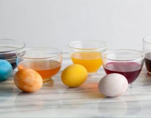 Wie färbt man Ostereier natürlich und gesund