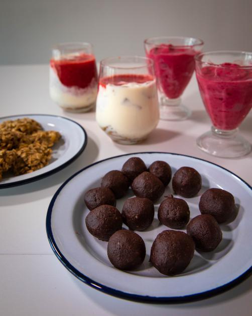 4 zdrave in hitre sladice (piškoti, tiramisu, sladoled, kroglice)