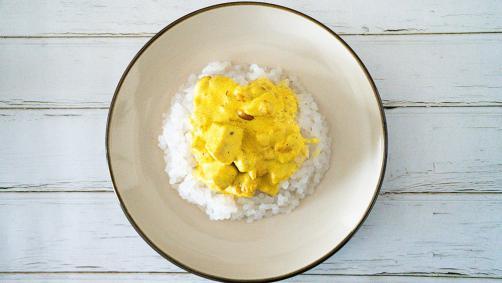 Riž brez OH s piščancem v curry omaki