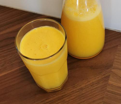 Pomarančni sok z mangom in limono