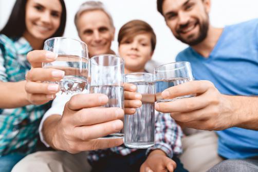 10 Tipps, um mehr Wasser zu trinken