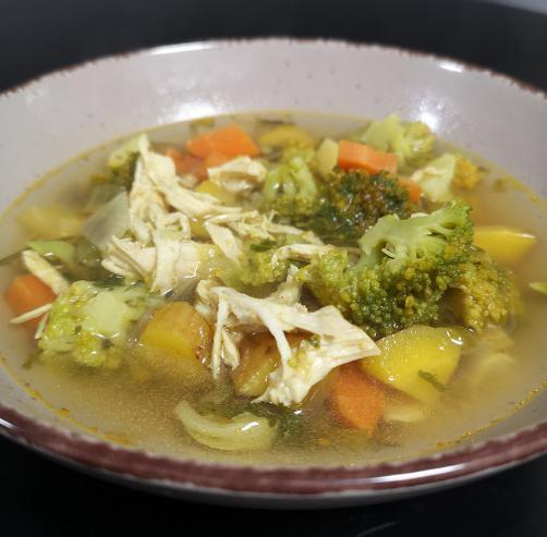 Detox Suppe mit Hähnchen