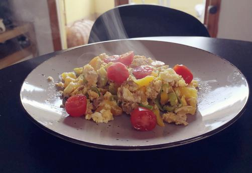Jajčna omleta s tuno