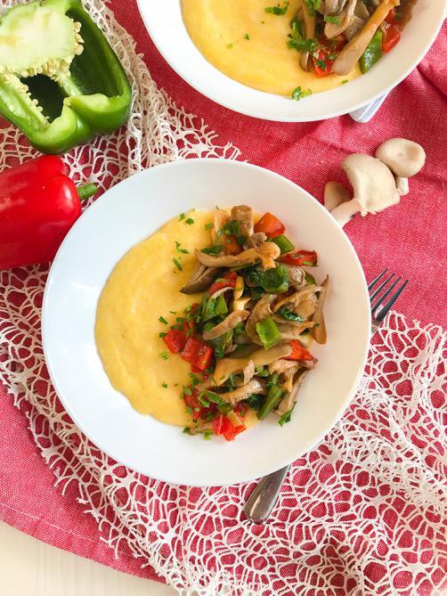 Käse Polenta mit Paprika und Austernpilz