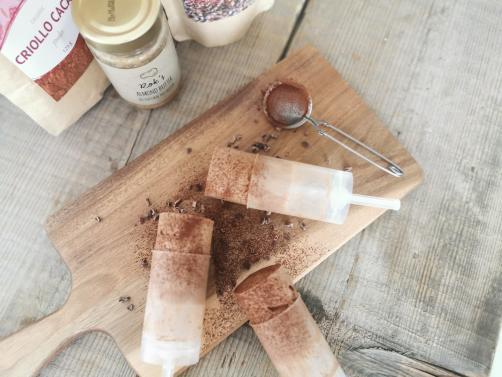 Eis am Stiel mit Mandelbutter und Kakao