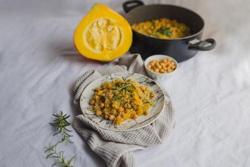 Herbst-Quinoa mit Kürbis und Kichererbsen