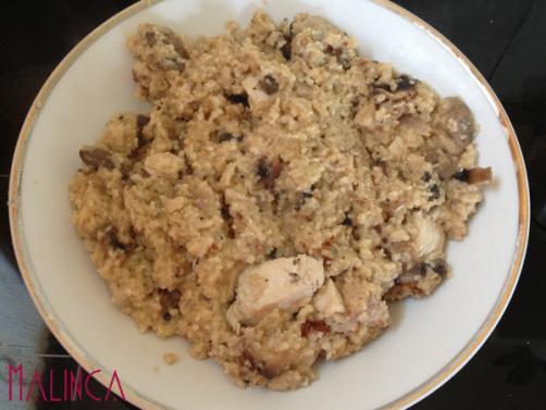 Kuskus s konopljinim sjemenkama, piletinom i gljivama
