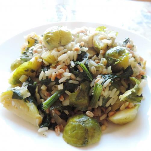 Mešanica riža, pire in ječmena z brstičnim ohrovtom, špinačo in porom